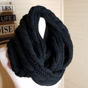 Black Chunky Knit Infinity Scarf